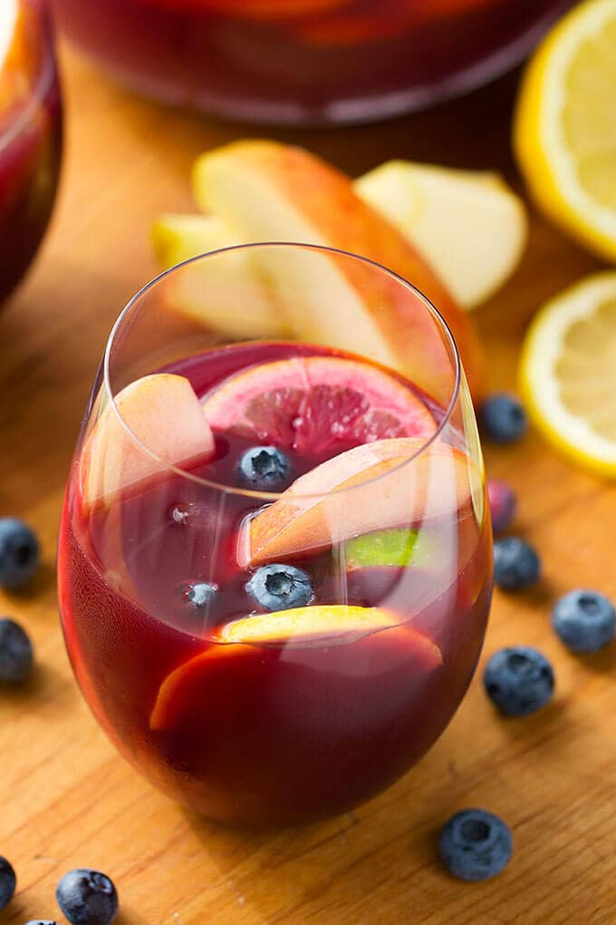 How to make red sangria with rum