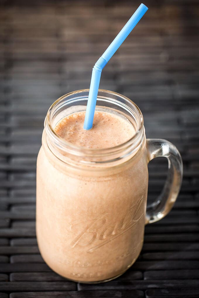 Chocolate Peanut Butter Banana Smoothie. Sweet and healthy. simplyhappyfoodie.com #smoothierecipe #chocolatepeanutbutterbananasmoothie