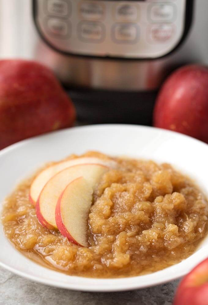 instant pot applesauce is healthy, fast, and delicious! simplyhappyfoodie.com #instantpotrecipes #instantpotrecipes #instantpotapplesauce #instantpot