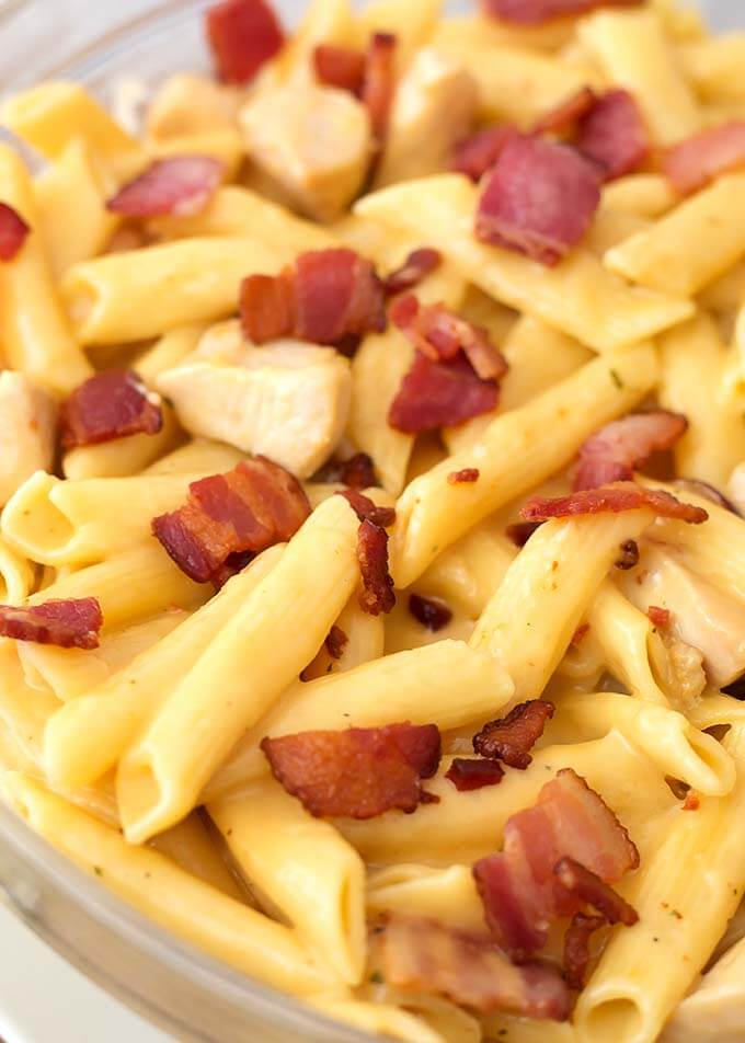 Instant Pot Chicken Bacon Ranch Pasta is a tasty cheesy pasta dinner with chicken and ranch dressing flavor, made in your electric pressure cooker. simplyhappyfoodie.com #instantpotchickenbaconranchpasta #instantpotchickenpasta