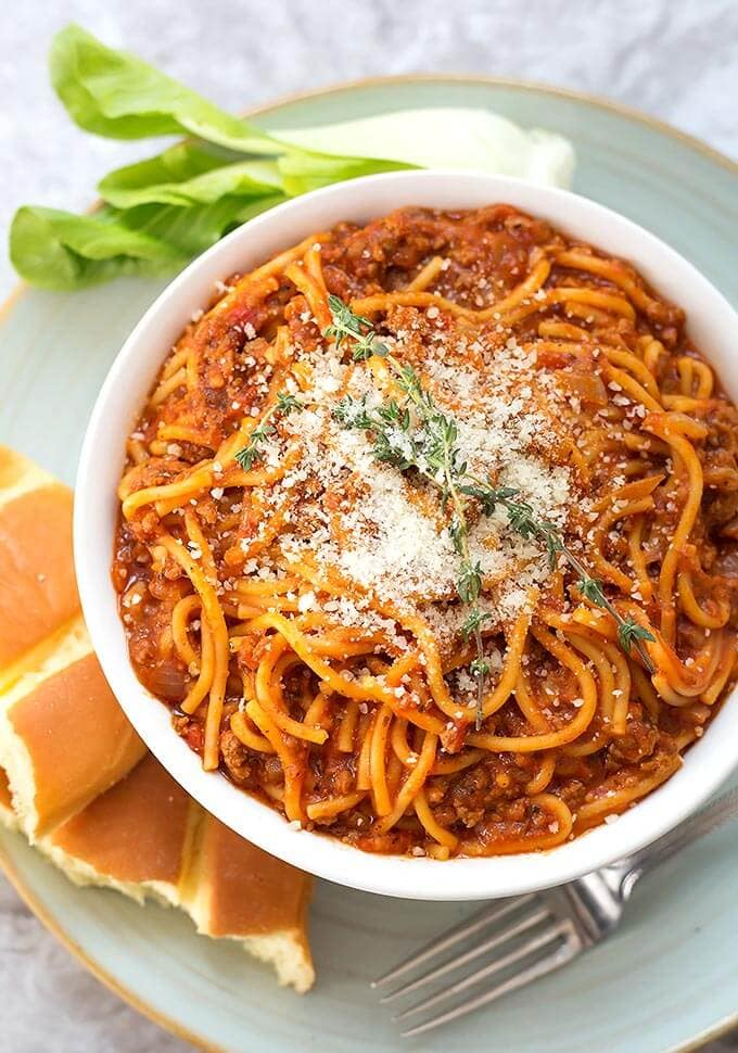 Instant Pot Mini - Spaghetti is a quick and tasty spaghetti made in your 3 quart electric pressure cooker. Makes 3 cups. simplyhappyfoodie.com #instantpotspaghetti #instantpot3quart