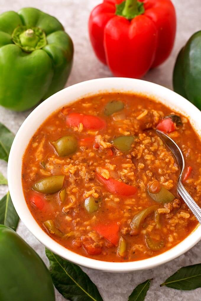 Instant Pot Stuffed Pepper Soup is a comforting and delicious soup that tastes even better than stuffed peppers! A pressure cooker stuffed pepper soup that you will love! simplyhappyfoodie.com #instantpotstuffedpeppersoup #pressurecookerstuffedpeppersoup