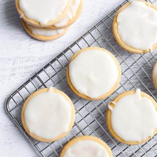 Vanilla Icing Glaze is perfect to ice cookies. This icing makes a great bundt cake glaze, donut glaze, cinnamon roll icing, and cake icing glaze. Vanilla flavored glaze that sets up perfectly. simplyhappyfoodie.com #vanillaicingglaze #vanillaicing #vanillaglaze #vanillafrosting #bundtcakeglaze #cookieicing