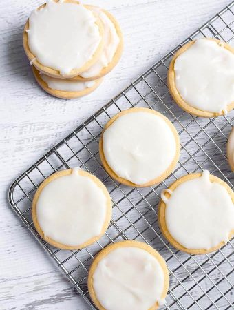 Vanilla Icing Glaze on round sugar cookies