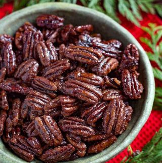 Instant Pot Maple Candied Pecans are a sweet and slightly salty snack. These candied pecans are fun Holiday gifts to give to teachers, friends, and hostess gifts. Pressure cooker maple candied pecans are the perfect Holiday nuts snack! simplyhappyfoodie.com #instantpotcandiedpecans #candiedpecans #candiednuts #pressurecookercandiedpecans