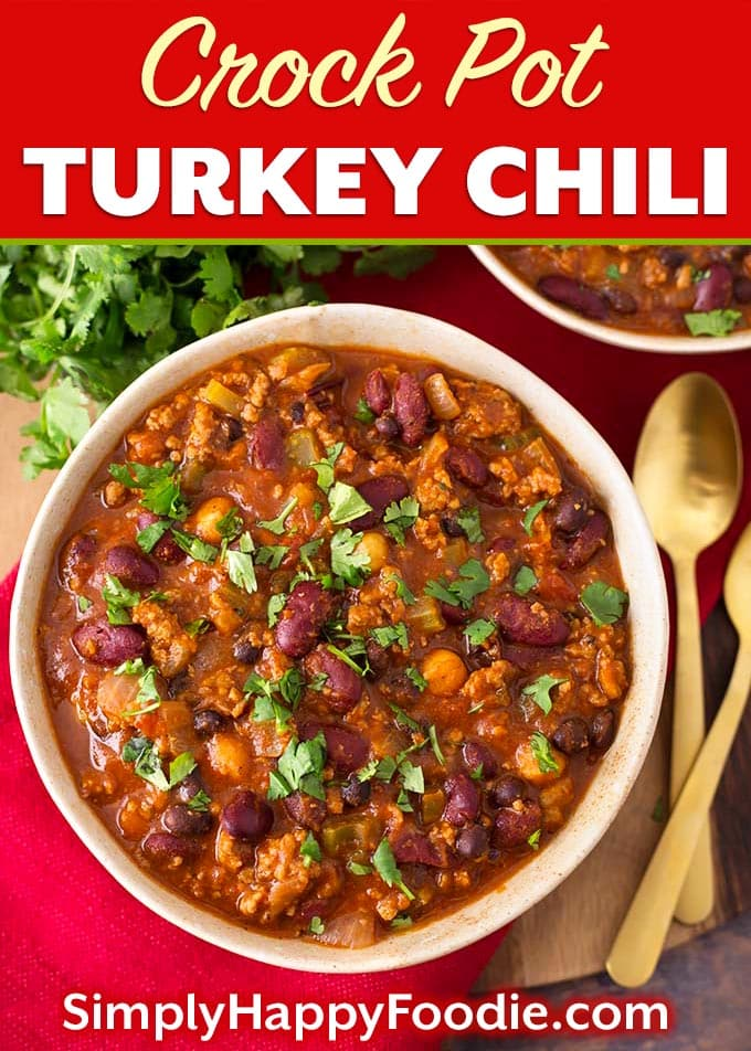 Slow Cooker Turkey Chili Recipe has ground turkey, beans, veggies, & spices all loaded into the slow cooker to make the best crock pot turkey chili recipe. Crock pot turkey chili is a delicious one-pot meal, and feeds a crowd! Crock pot chili recipe by simplyhappyfoodie.com #slowcookerturkeychili #crockpotturkeychili